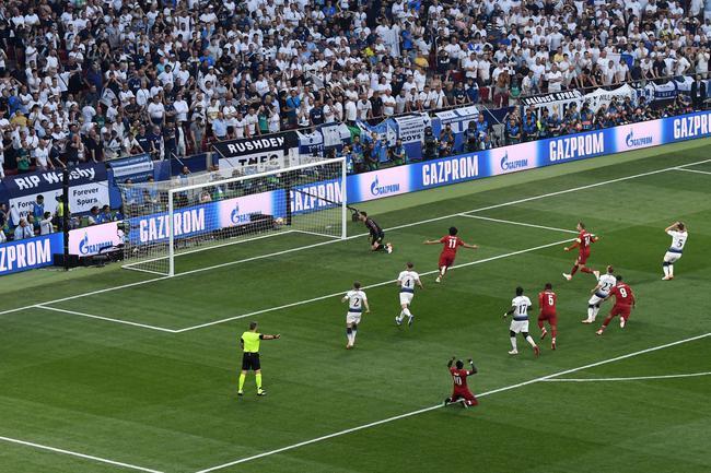 23秒!利物浦造欧冠最快点球 这手球太致命 gif