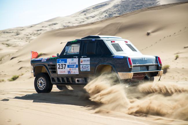 丝绸之路拉力赛SS8:沙漠挑战 中国车手主场主角