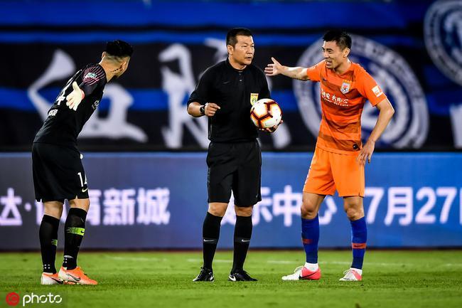 鲁媒:连鲁战主裁王哲多判罚有待商榷 球员被激怒