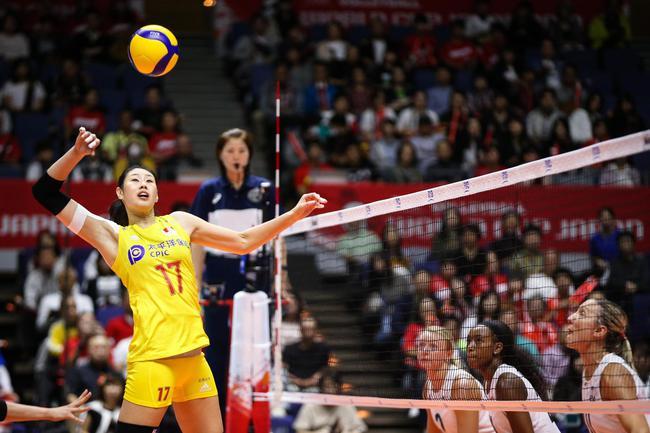 中国女排迎战美国 3-0豪取七连胜