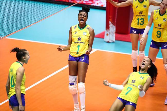 巴西女排3-1战胜多米尼加女排,加比拿下全队最高的21分