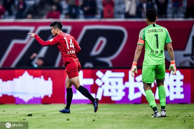 李圣龙再造第二球!周挺成背锅侠进乌龙 上港2-0