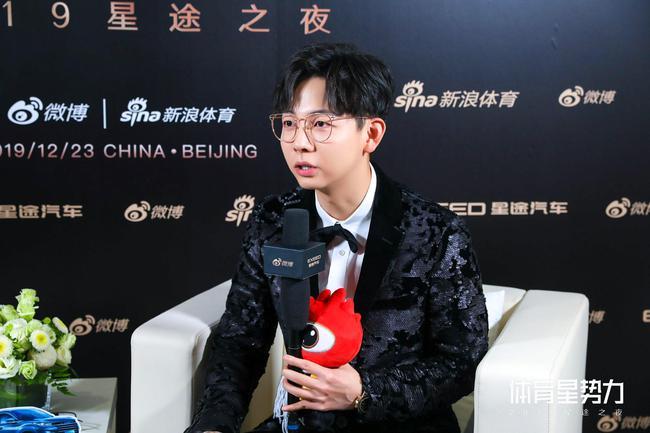 胡夏:練過乒乓球進過足球隊 被近視耽誤的潛力股