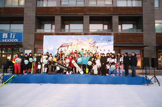 2018-2019赛季新浪杯高山滑雪公开赛云顶站颁奖仪式获奖选手合影