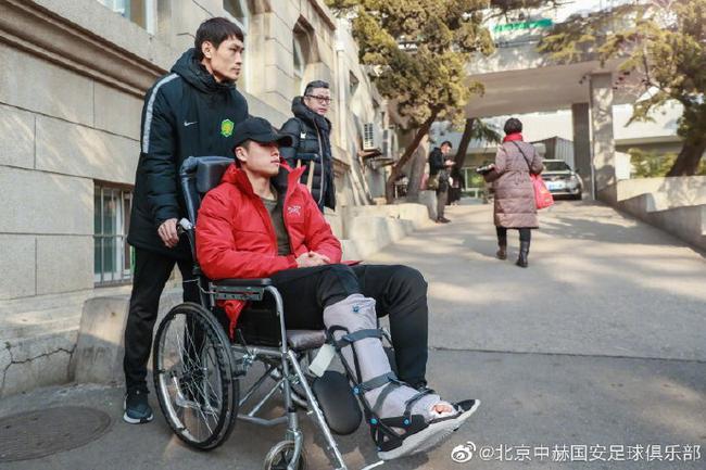 国安透露张玉宁右脚手术成功已出院 12周恢复训练