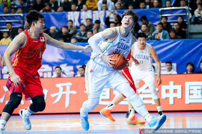 王哲林51分创纪录福建胜八一 广州绝杀青岛