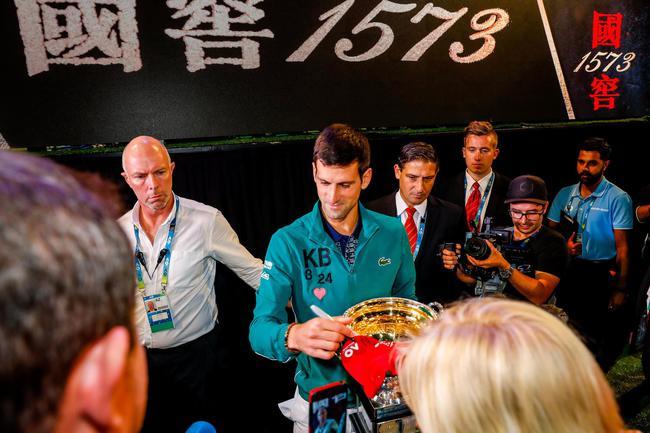幼德出席冠军之夜庆澳网八冠