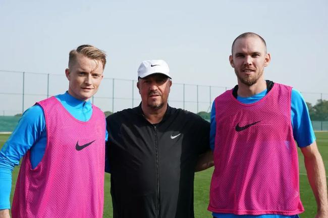 大连双森展现瑞典球员职业素养 会合后马上训练