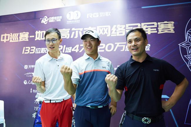(左首)刘欢、刘泽昊、康静安