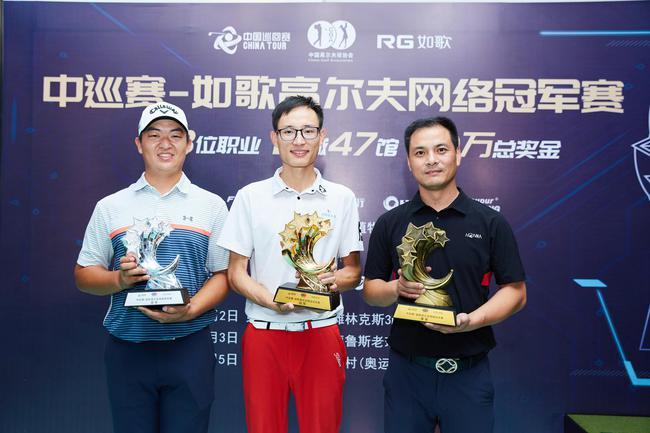 (左首)亚军刘泽昊、冠军刘欢、季军康静安