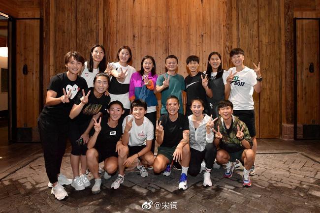 他是中国女足最大牌球迷