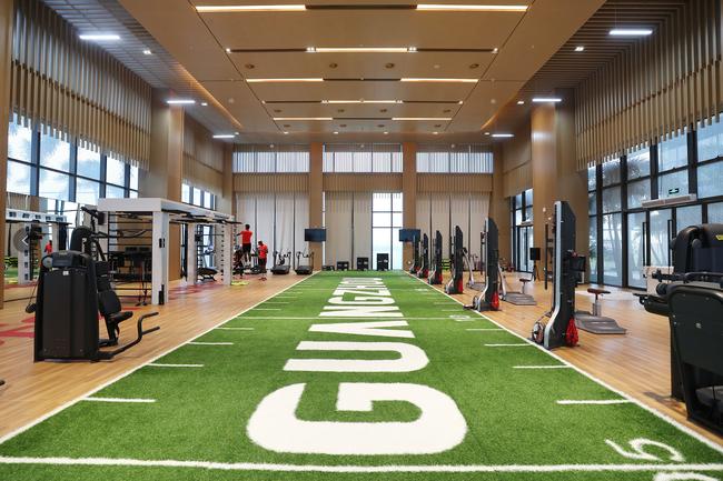 室内训练场及健身房