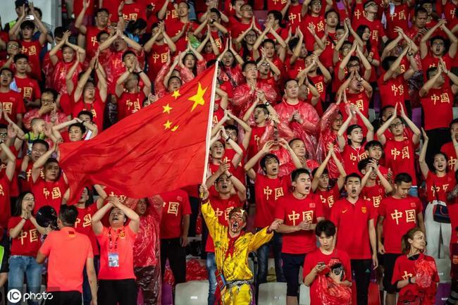 如何让中国的足球迷花钱?球迷消费能力弱是错觉