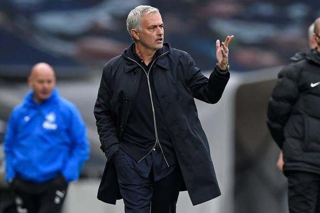 穆里尼奥拒谈点球判罚:我可不想给英足总捐钱