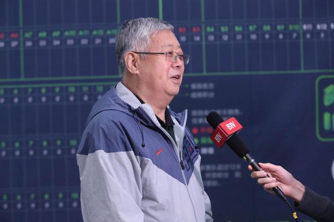 国家体育总局原副局长王钧向媒体介绍香港赛马会牵手网球的由来