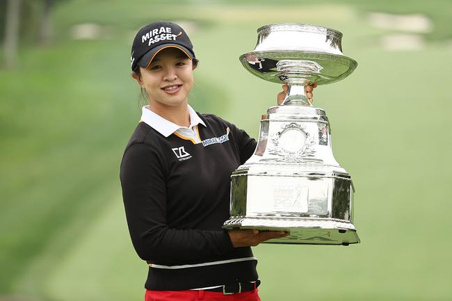 女子PGA锦标赛金世煐首赢大满贯 领先5杆战胜朴仁妃