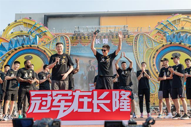 文体融合 长隆与CBA联合举办首次总冠军大巡游