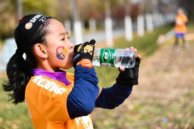 魔力运动饮料和怡宝鼎力支持斯巴达勇士赛杭州站和北京站