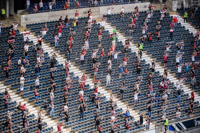德国全面禁止球迷进场 关闭健身房叫停业余赛