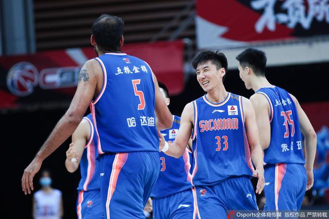 本赛季,哈达迪为四川队出战4场,场均上台37.5分钟