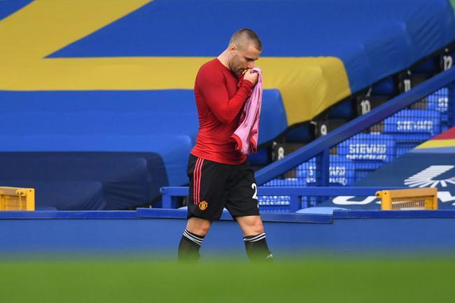 曼联通过官方网站宣布,左后卫卢克-肖由于腿筋受伤,大约需要休战一个月的时刻