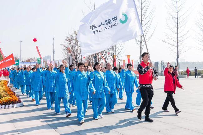 中国人寿•2020年全国健步走大联动启动。(摄影/周庆义)