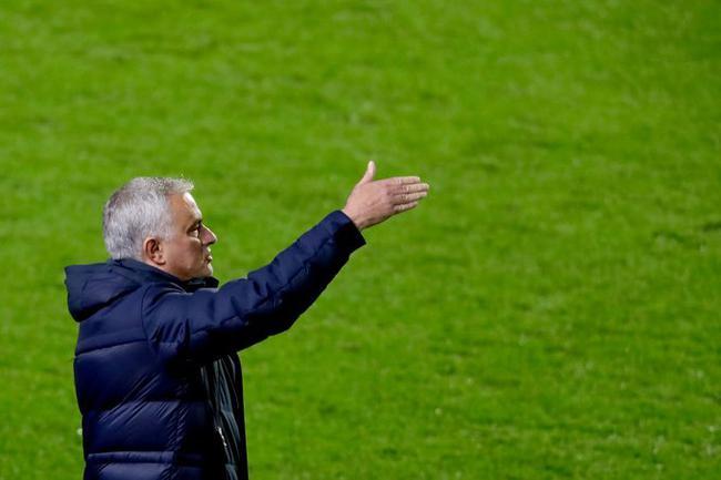 欧足联宣布对穆里尼奥禁赛一场 延期一年实