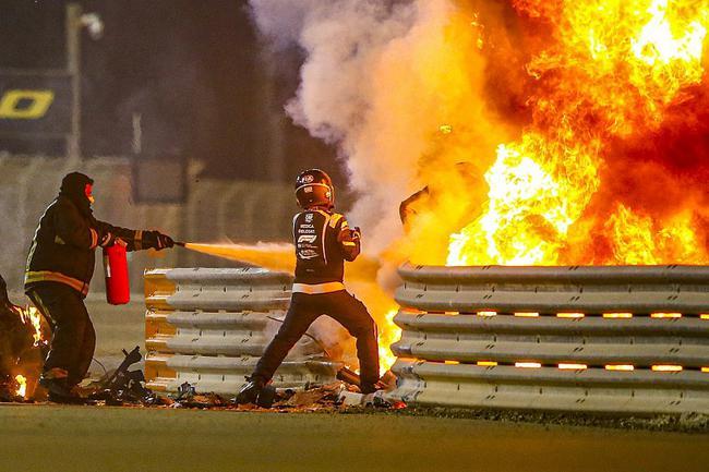 F1巴林站格罗斯让的赛车失控后穿透了护墙