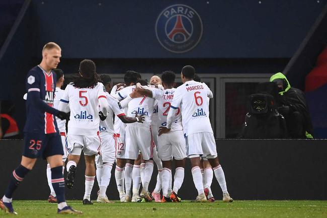 法甲-内马尔伤退 后防失误送礼 巴黎0-1里昂落第3