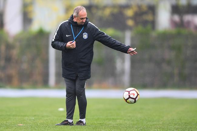 施蒂利克:中国俱乐部高层不懂球 做的决定难理解