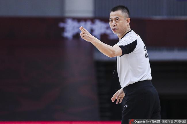 上赛季深圳曾遭北京三罚绝杀 主裁同样是汪梅