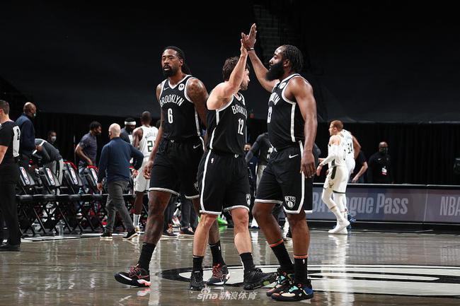 布鲁克林篮网以125-123险胜密尔沃基雄鹿