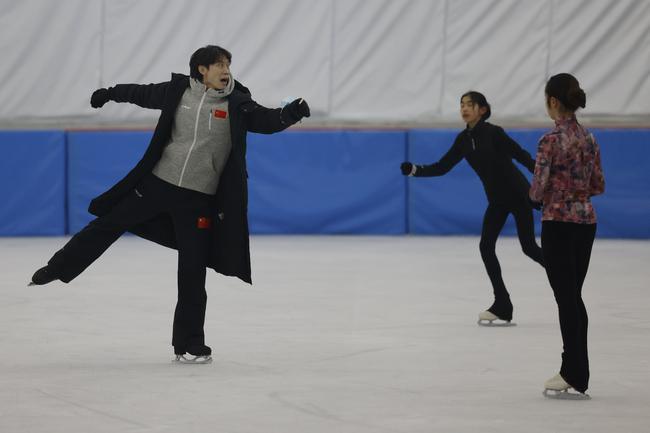 """庞清佟健:步履不停的花样滑冰""""追梦人"""""""