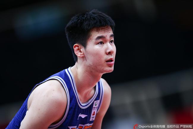 五场比赛打出最强00后 上海靠他能进季后赛?