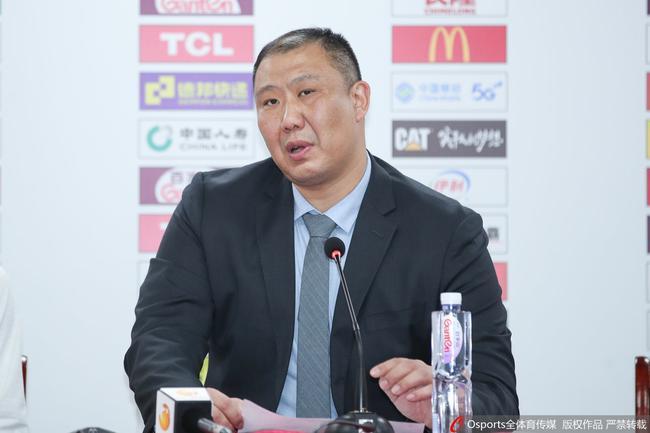 王晗:篮板球输了29个 这是不可思议的差距