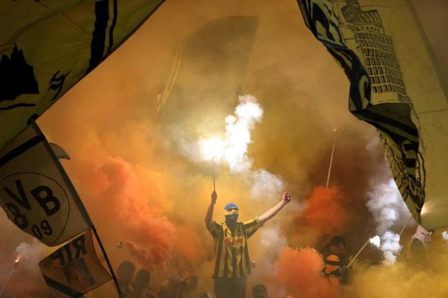 多特球迷凌晨3次燃放超强烟花 曼城球员睡眠受影响