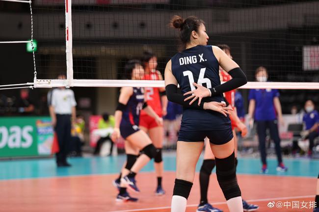 赛季开门红!中国女排3-0日本女排 第三局演逆转