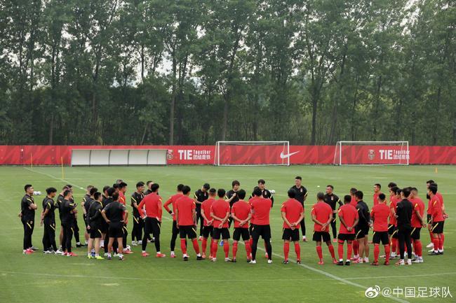 国足26将重新在上海集结进行首训 李铁教练组安排唤醒训练
