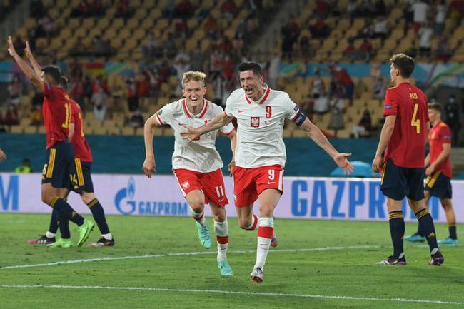 莱万连续三届欧洲杯破门比肩C罗 波兰队史第一人