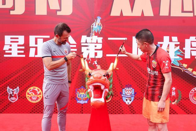 上海海港足球俱乐部第二届同心同舟龙舟赛举行