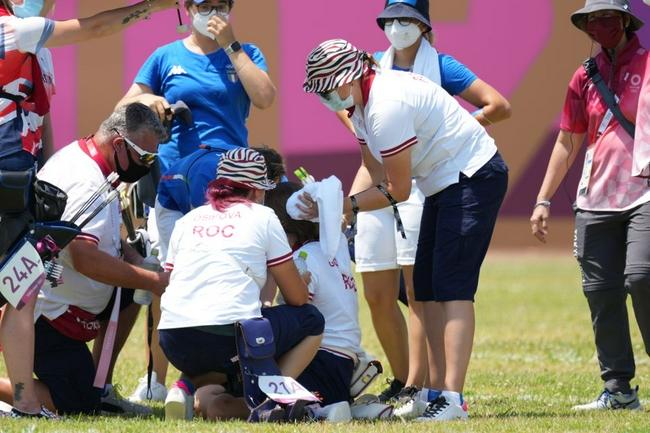 东京高温酷暑选手苦不堪言 俄射箭女选手赛场晕倒