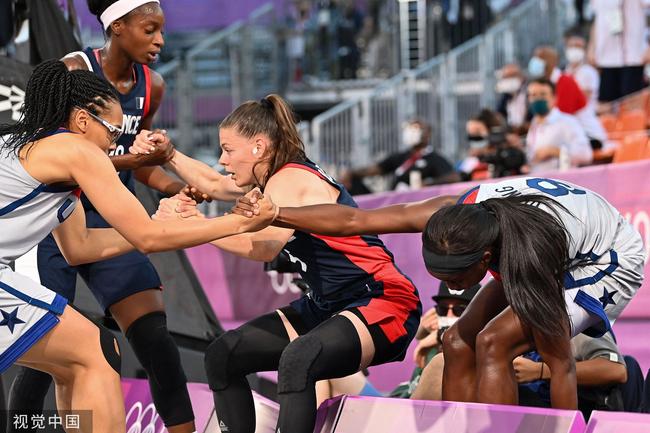 女篮三人赛美国过关 防线坚固成功限制法国