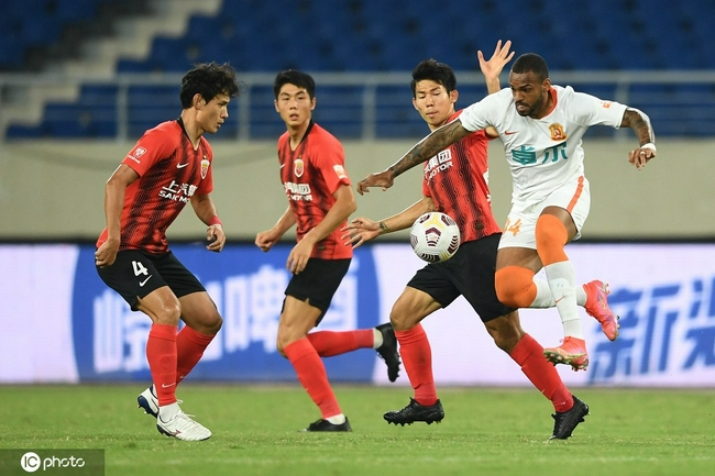 半场-李超送乌龙保利尼奥造险 海港暂1-0领先武汉