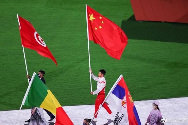 苏炳添:担任旗手是一份荣耀 感谢中国代表团