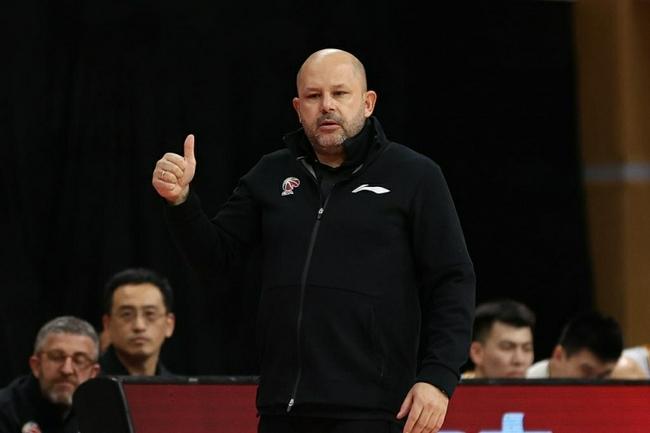 北京队主帅雅尼斯正在隔离 下周有望归队