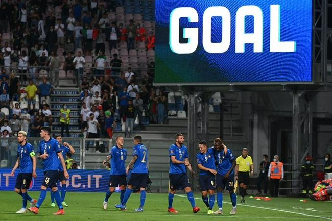 世预赛-小基恩双响 贝尔纳代斯基2助攻 意大利5-0