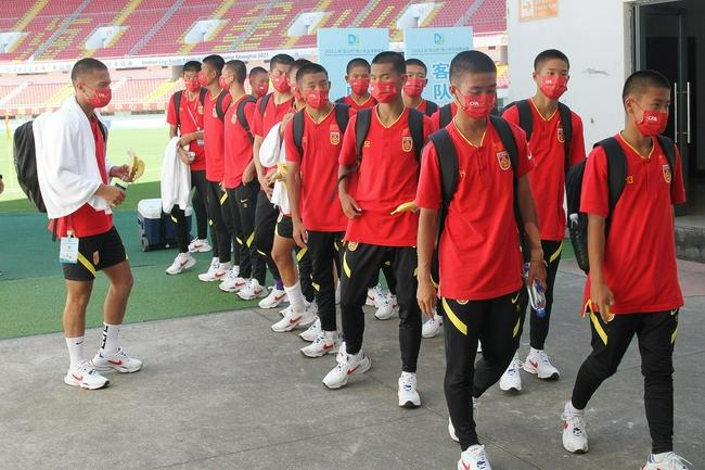 U16国少首次亮相全员板寸 主帅杨晨教踢球还教做人