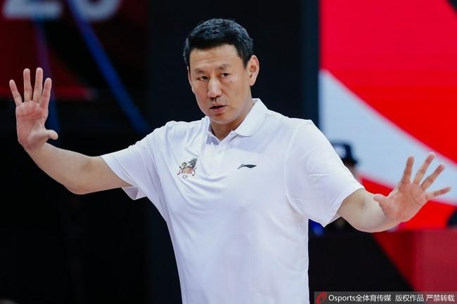 李楠:输球但满意全队表现 休赛期训练很艰苦
