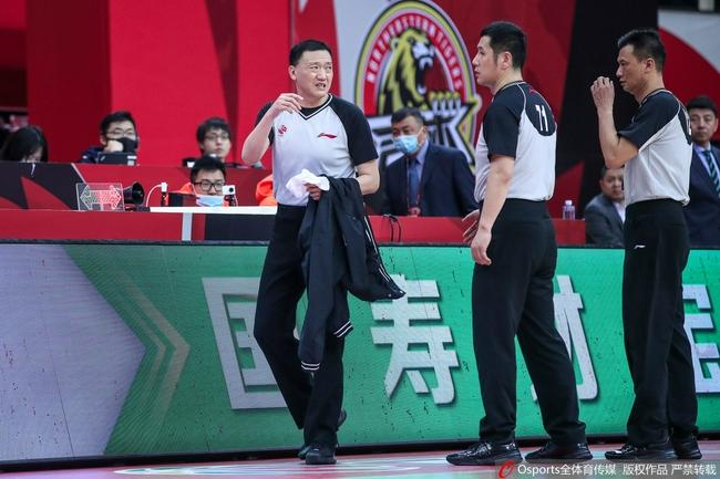 中国篮协公布CBA新赛季裁判名单 叶楠无缘执裁