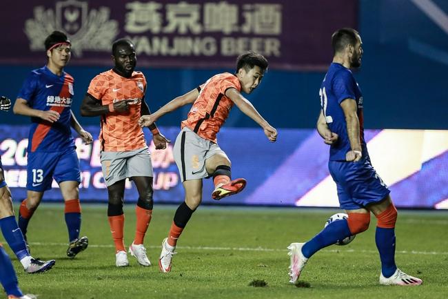 深足主帅:申花很强场上表现出色 比赛踢得很激烈